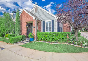 Gorgeous condo surrounded by hedges in the Oklahoma City OK area